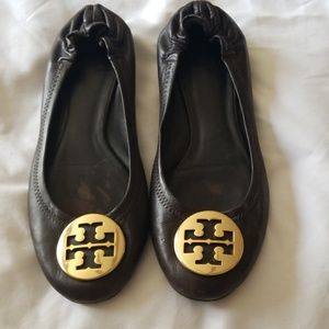 Tory burch flats unknown size.  Most likely size 8